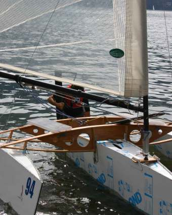 Small Trimaran with Folding Hulls Sailing in Italy | Small Trimarans